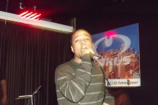 Derty Harry serenading the ladies at The Chi City Record Pool Showcase