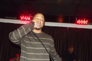 Derty Harry crooning at The Chi City Record Pool Showcase