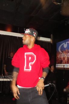 """Paris Beuller performing """"Sex Me"""" at The Chi City Record Pool Showcase"""