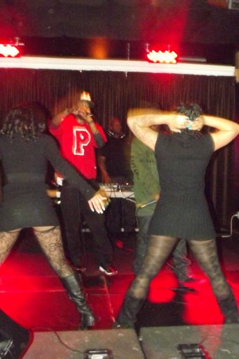 """Paris Beuller receives audience participation while performing """"Shawty Got A Rump"""" at The Chi City Record Pool Showcase"""
