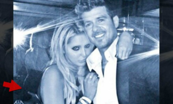 robin-thicke-butt-grab-