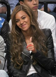 2-Jay-Z-and-Beyonce-Nets-Game-May-2